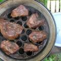 Как результат аппетитные кусочки мяса горячего копчения
