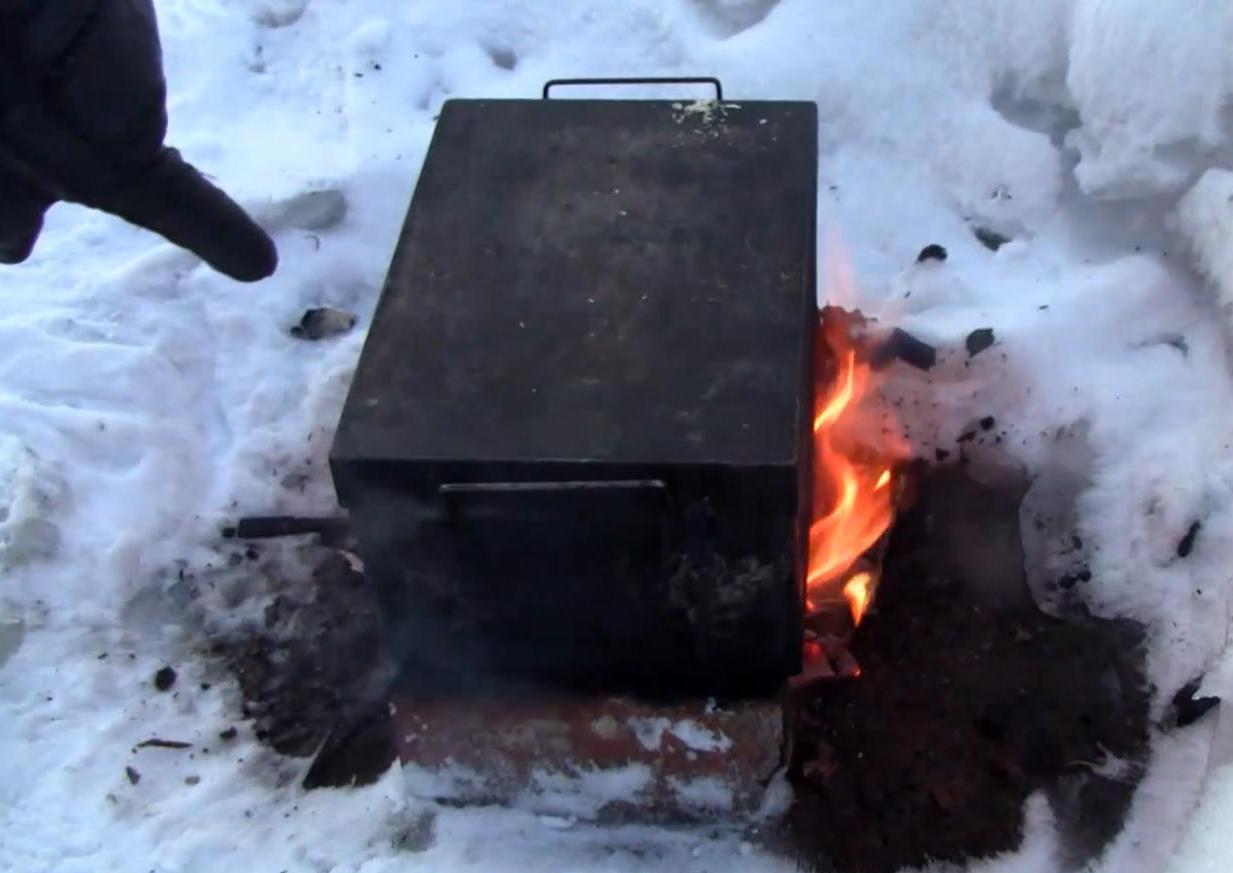 Ставим коптильню на огонь
