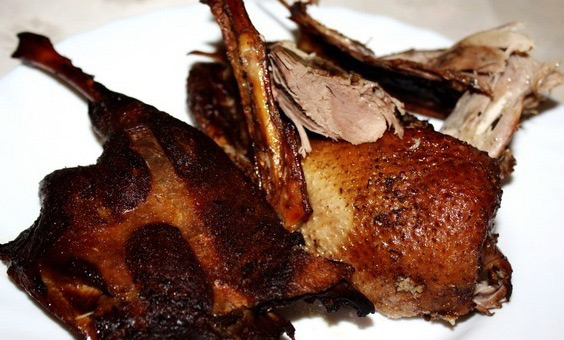 Утка, приготовленная таким способом, получится не менее вкусной