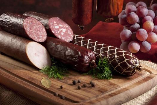 Копчёную колбасу любят все, но как её хранить правильно, не знает и 50% любителей