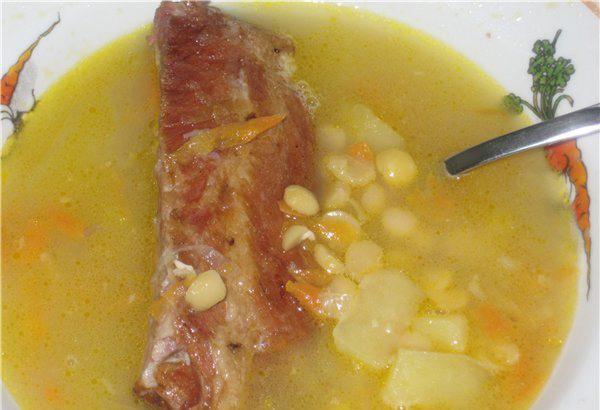 Подаём суп к столу, осталось лишь добавить гренки и зелень