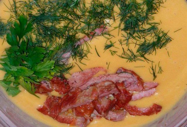 Ароматный сырный суп с копчёностями