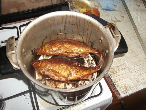 Копчение рыбыв коптильне-скороварке