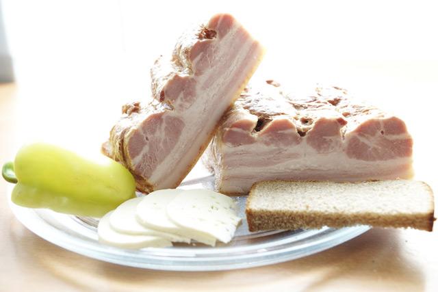 Следуя рецепту, вы сможете порадовать близких копчёной свининой