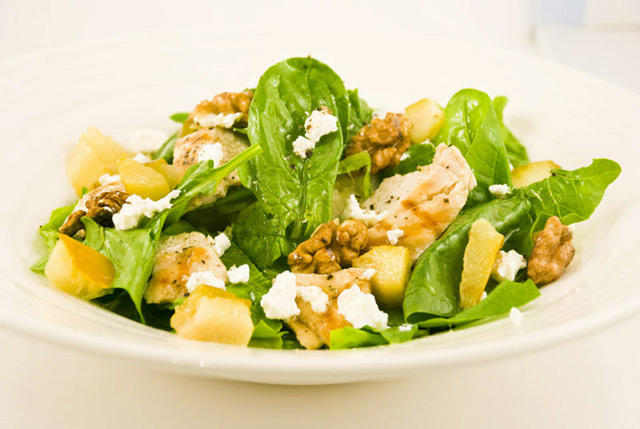 Теплый салат из брокколи и чечевицы