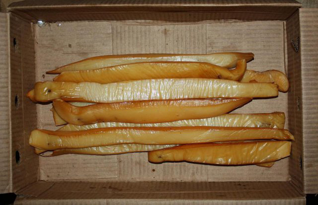 Один из способов готовки кальмара - его копчение
