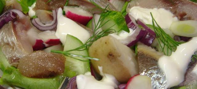 Салат с копчёной селёдкой