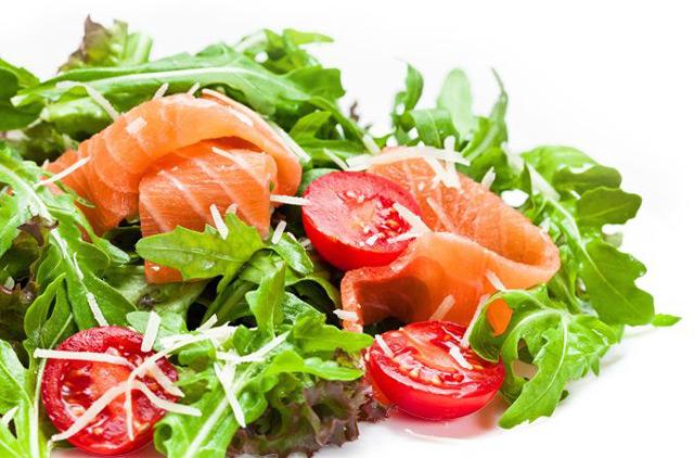 Блюдо со свежими овощами
