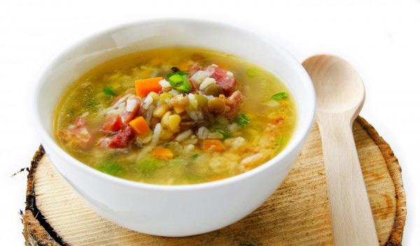 Суп с копчёными рёбрышками обладает особыми вкусовыми качествами