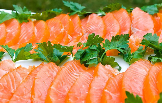 Рыба, нарезанная кусочками